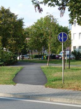 Cestička pre cyklistov pri Lánskej ulici.
